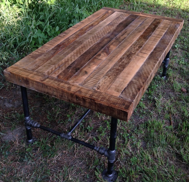 DIY Rustic coffee table with black pipe frame